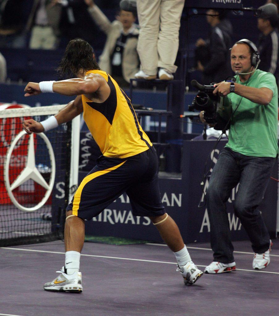 Brucie films Nadal in action